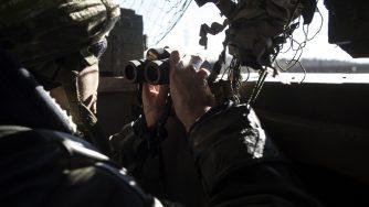 Postazioni dei volontari del battaglione cosacchi - Sich Ucraino - nel villaggio di Pisky, situato a 500 metri dalla fine della pista dell'aeroporto di Donetsk nel febbraio del 2015 (LaPresse)