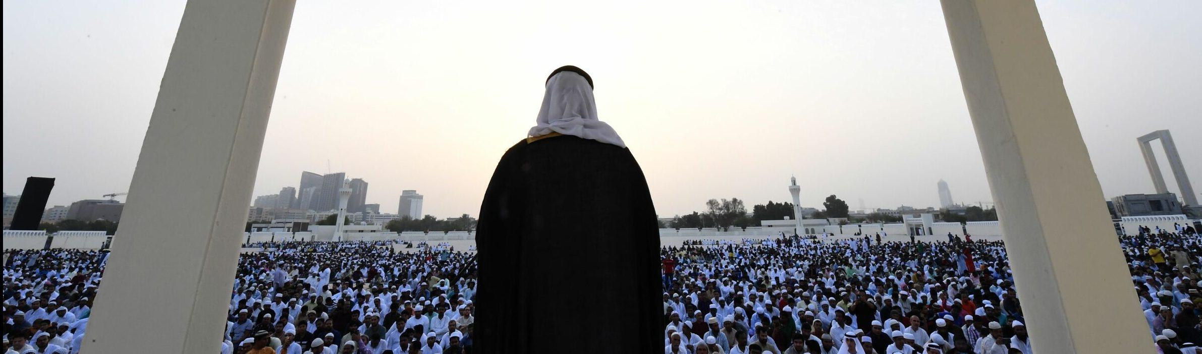 https://it.insideover.com/wp-content/uploads/2019/08/Imam-negli-Emirati-Arabi-Uniti-La-Presse-e1567261765489.jpg