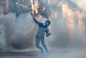 Scoppiano le proteste in Kashmir (LaPresse)