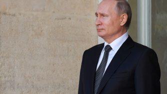 Il presidente russo Vladimir Putin incontra il presidente della Repubblica italiana Sergio Mattarella (LaPresse)