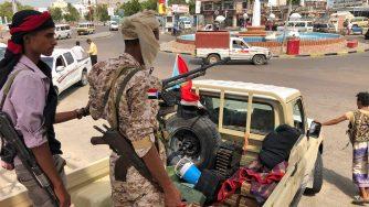 Combattenti legati agli Emirati Arabi Uniti nelle strade di Aden, in Yemen (LaPresse)