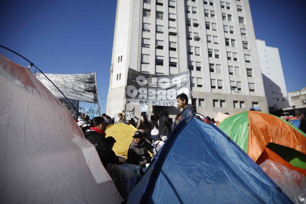 Argentina, gente in piazza per il cibo 3