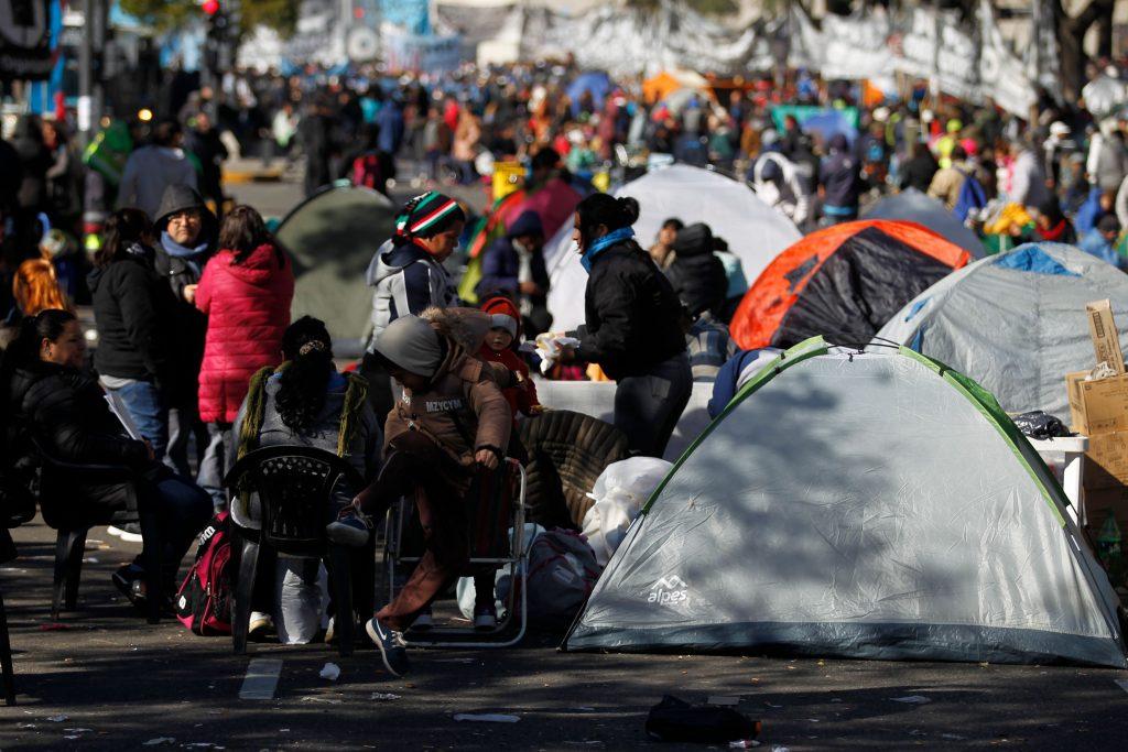 Argentina, gente in piazza per il cibo 4