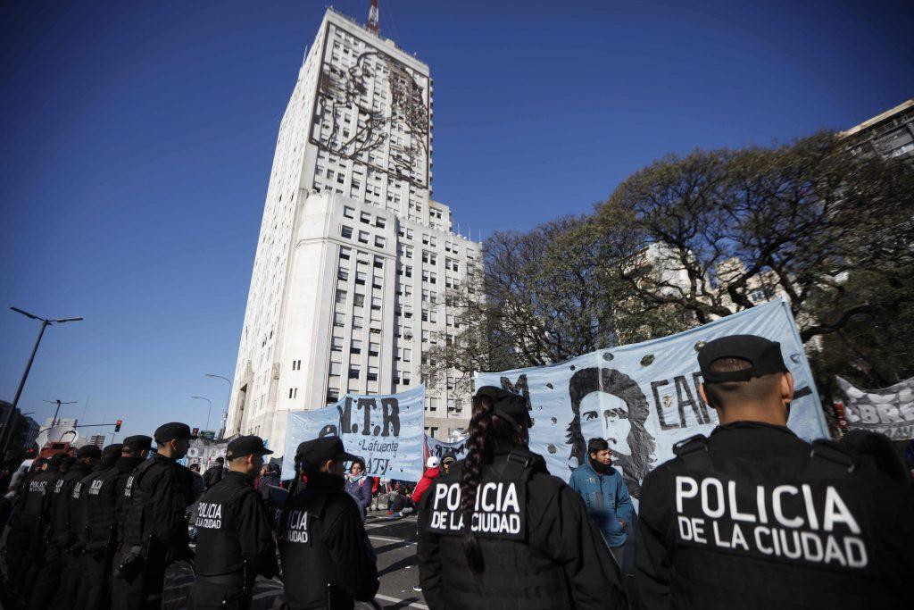 Argentina, gente in piazza per il cibo 5