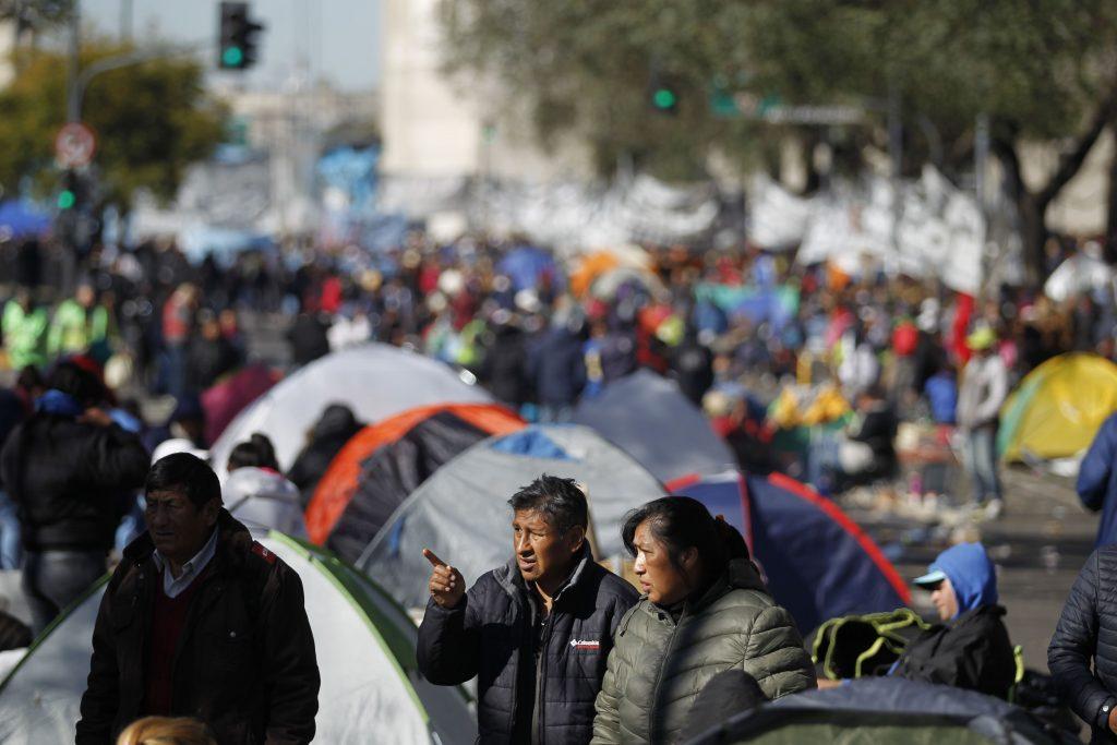 Argentina, gente in piazza per il cibo 9
