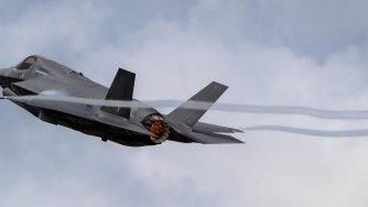 F-35 in volo