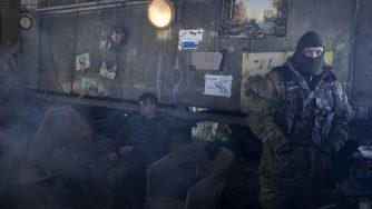 Soldati ucraini in Donbass (LaPresse)