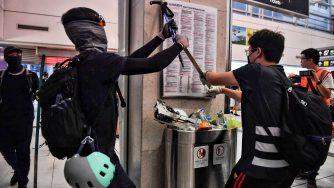 Continuano le proteste a Hong Kong, bloccato l'aeroporto (LaPresse)