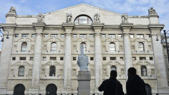 Piazza Affari a Milano (LaPresse)
