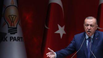 Il presidente turco Recep Tayyip Erdogan a un comizio dell'Akp (LaPresse)