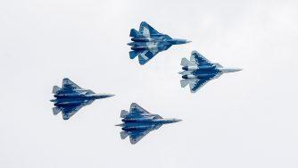 Un caccia di quinta generazione Sukhoi Su-57 apre il Maks 2019 (LaPresse)