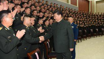 Xi Jinping passa in rassegna l'esercito (LaPresse)