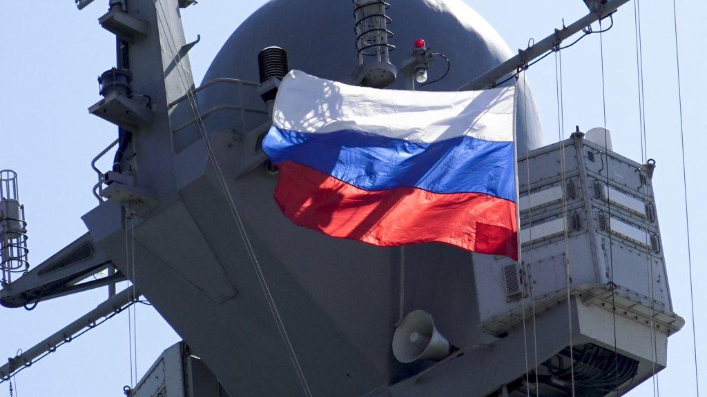 bandiera russa in nave sirana