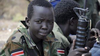 Bimbo soldato in Sud Sudan (LaPresse)