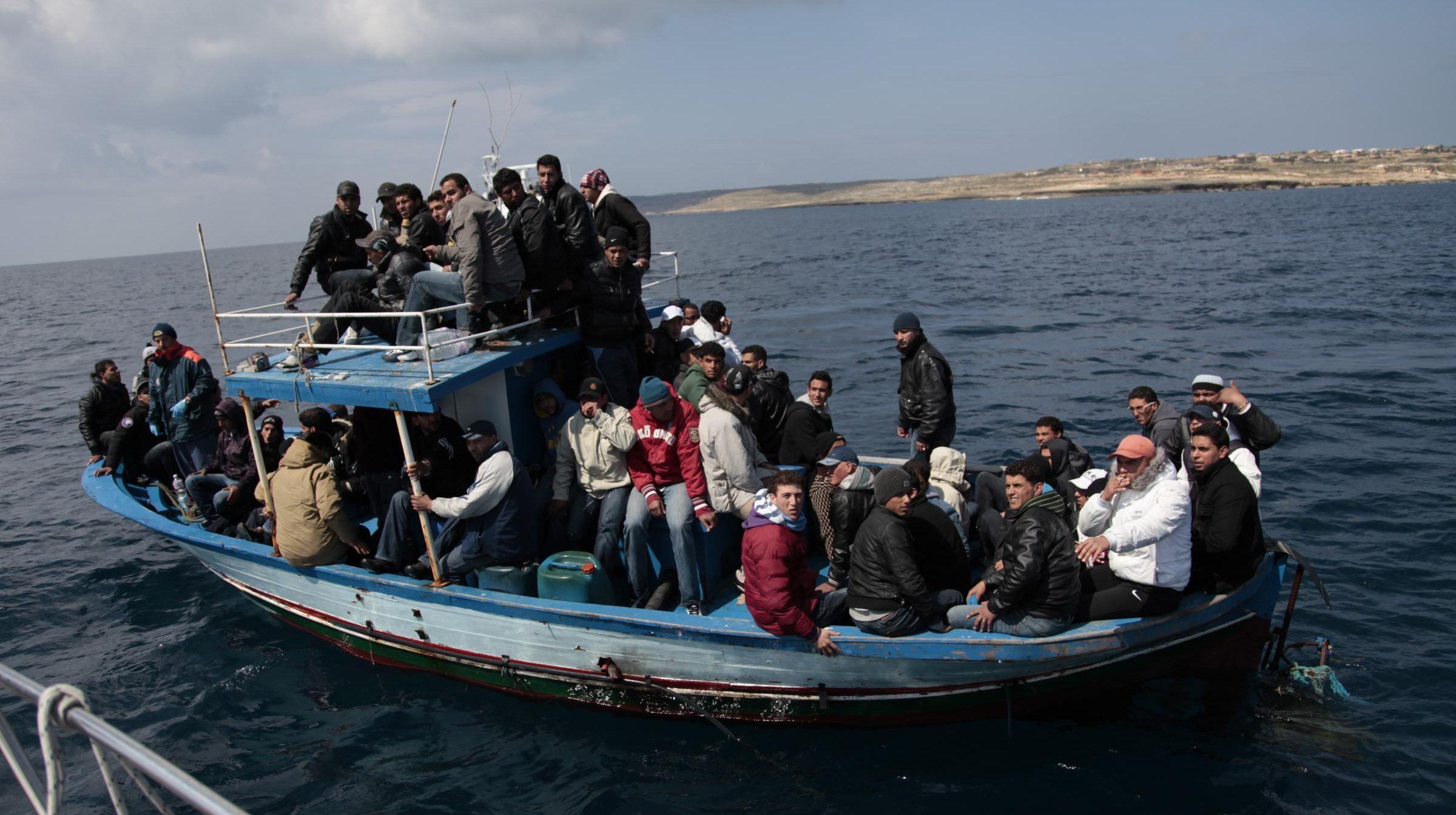 Migranti fuggono dalla Libia