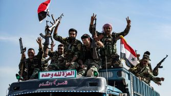 Soldati fedeli a Bashar al Assad arrivano a Tal Tamr (LaPresse)