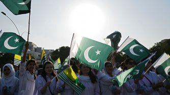 Studenti protestano per il Kashmir (LaPresse)