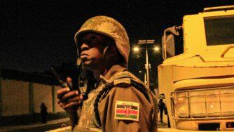 Un soldato pattuglia le strade in Somalia (LaPresse)