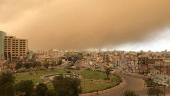 Una tempesta di sabbia colpisce la città di Aden in Yemen (LaPresse)