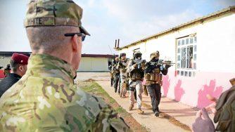 I soldati italiani addestrano i militari iracheni (LaPresse)