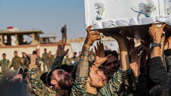 Il funerale di un combattente curdo (LaPresse)