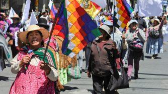 Indigeni sfilano a La Paz in Bolivia (LaPresse)