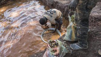 La ricerca dell'oro in Africa (LaPresse)