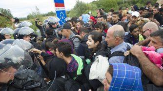 Migranti in Slovenia (LaPresse)