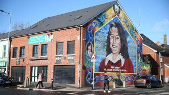 Un murales che raffigura Bobby Sands in Irlanda del Nord (LaPresse)