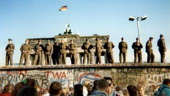 30 anni fa cadeva il Muro di Berlino (LaPresse)