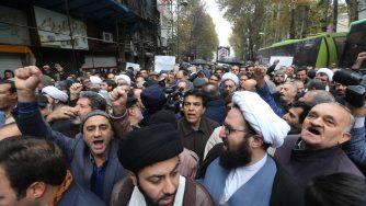 Caro benzina, rivolta in Iran (LaPresse)