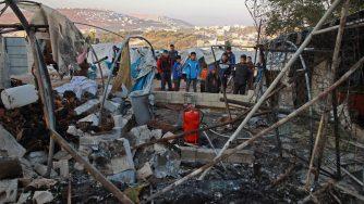 Siria, bombardamento su un campo per sfollati (LaPresse)