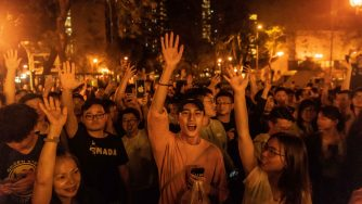 Vittoria del fronte pro democrazia a Hong Kong (LaPresse)