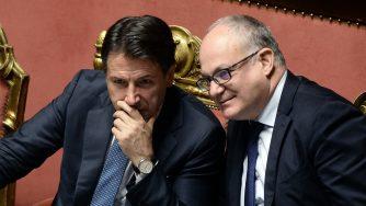 Giuseppe Conte e Roberto Gualtieri (LaPresse)