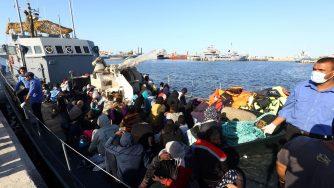 Libia, migranti motovedette