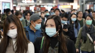 Virus cinese folla (La Presse)