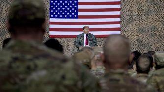 Donald Trump parla ai soldati americani (LaPresse)