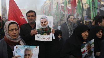 In migliaia a Teheran per i funerali del generale Soleimani (LaPresse)