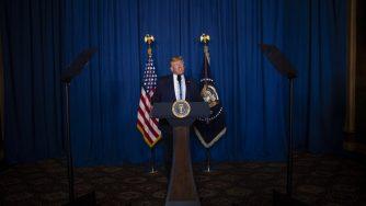 Il presidente americano Donald Trump parla dopo il raid che ha condotto alla morte il generale iraniano Qassem Soleimani (LaPresse)