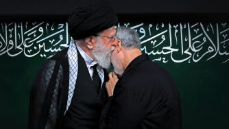 Iran Soleimani Emotional Khamenei (LaPresse)