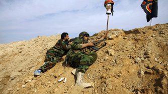 Combattenti sciiti in Siria (LaPresse)