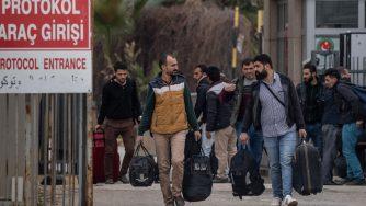 Migranti siriani dalla Turchia (Getty)