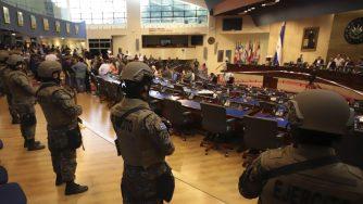 El Salvador militari in parlamento