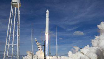 Missile satellite spazio (La Presse)