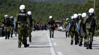 Grecia, scontri durante proteste contro nuovi centri di accoglienza migranti
