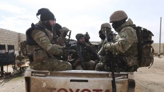 Siria attacca posizioni turche a Idlib, l'esercito turco rispondeSiria attacca posizioni turche a Idlib, l'esercito turco risponde