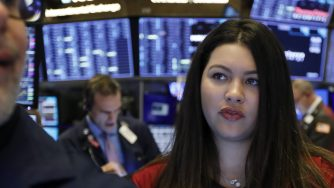 Il coronavirus manda ko le Borse, in rosso anche Wall Street (LaPresse)