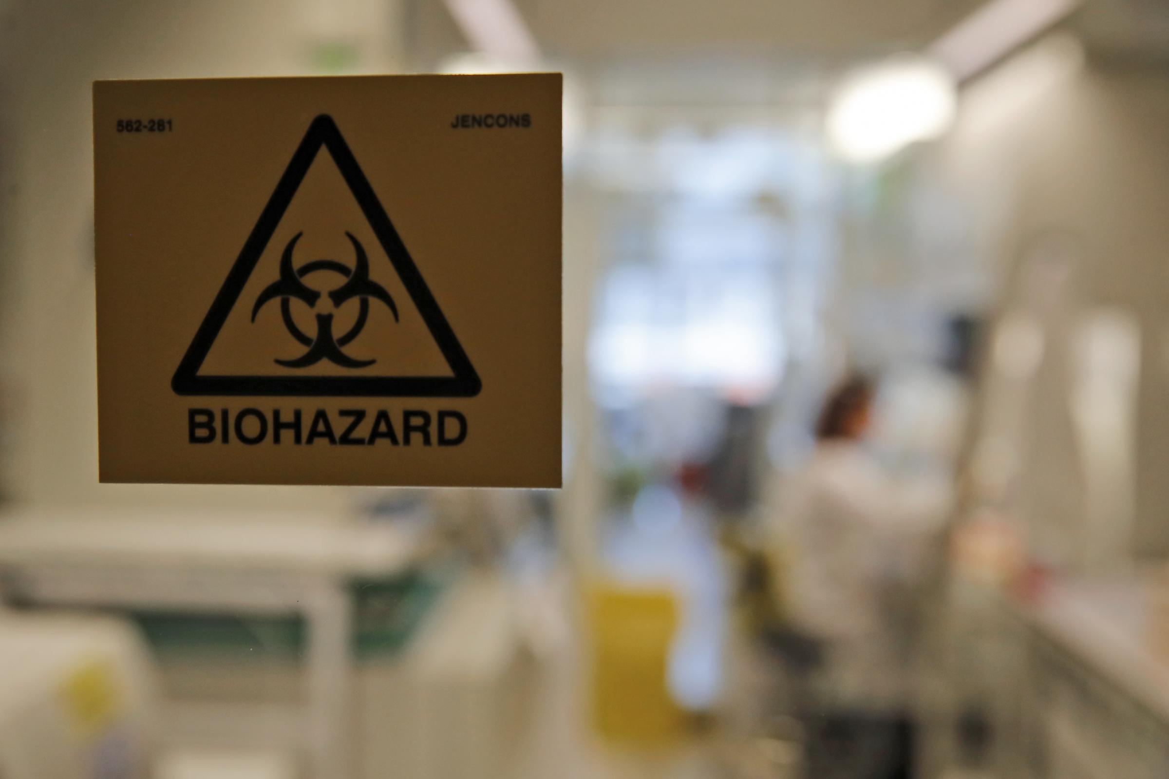 """La virologa cinese rilancia: """"Virus nato in laboratorio, presto nuove prove"""""""