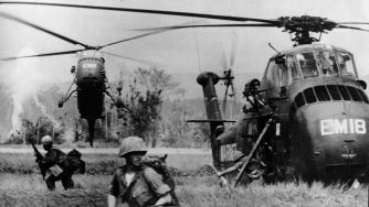 Alcuni marines impiegati nella guerra in Vietnam (LaPresse)
