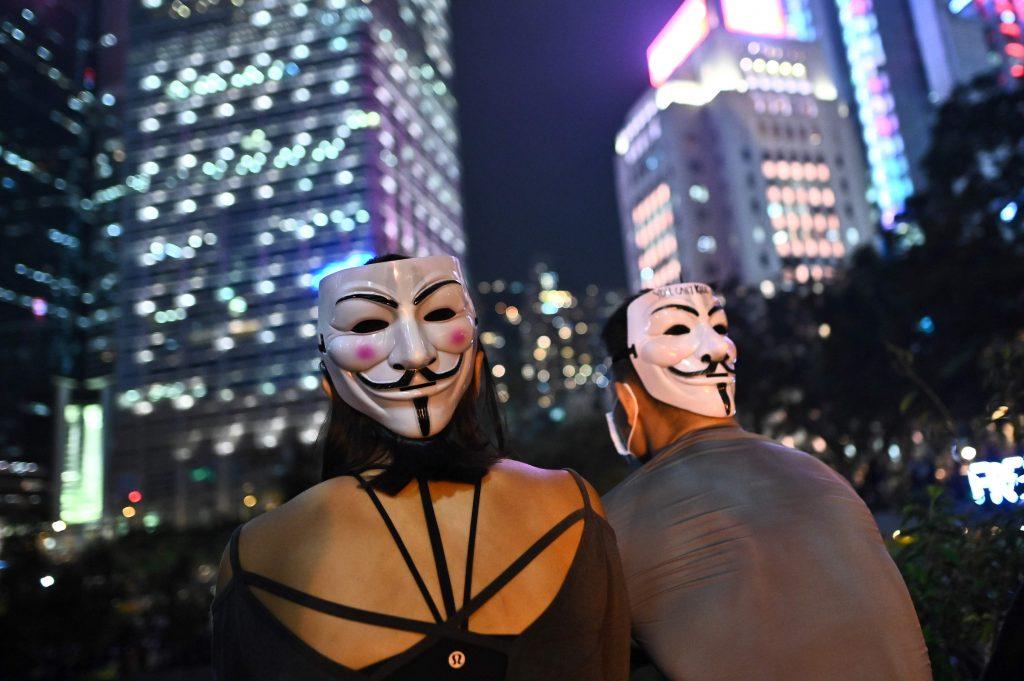Le proteste di Hong Kong hanno fatto tremare l'egemonia cinese. I manifestanti sono scesi in piazza, bloccando la città per mesi. Ora, complice l'emergenza coronavirus, queste proteste sono passate in secondo. Ma possono esplodere da un momento all'altro